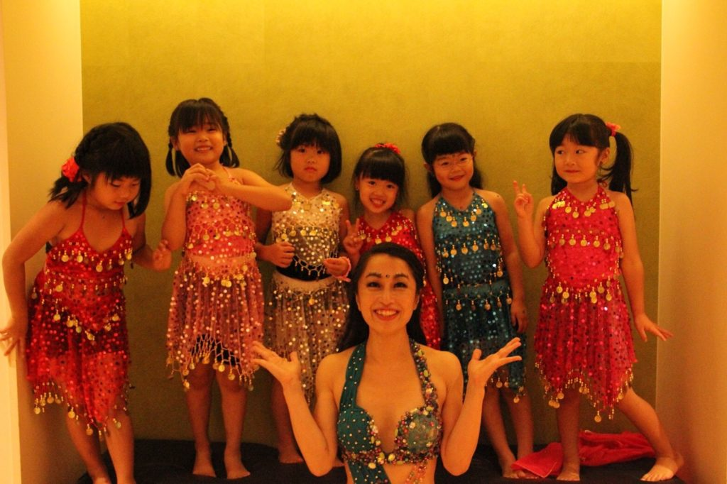 仙台の岩盤浴、スパ、女性専用パーソナルトレーニングジムのシャンパレスで行っているキッズベリーダンス