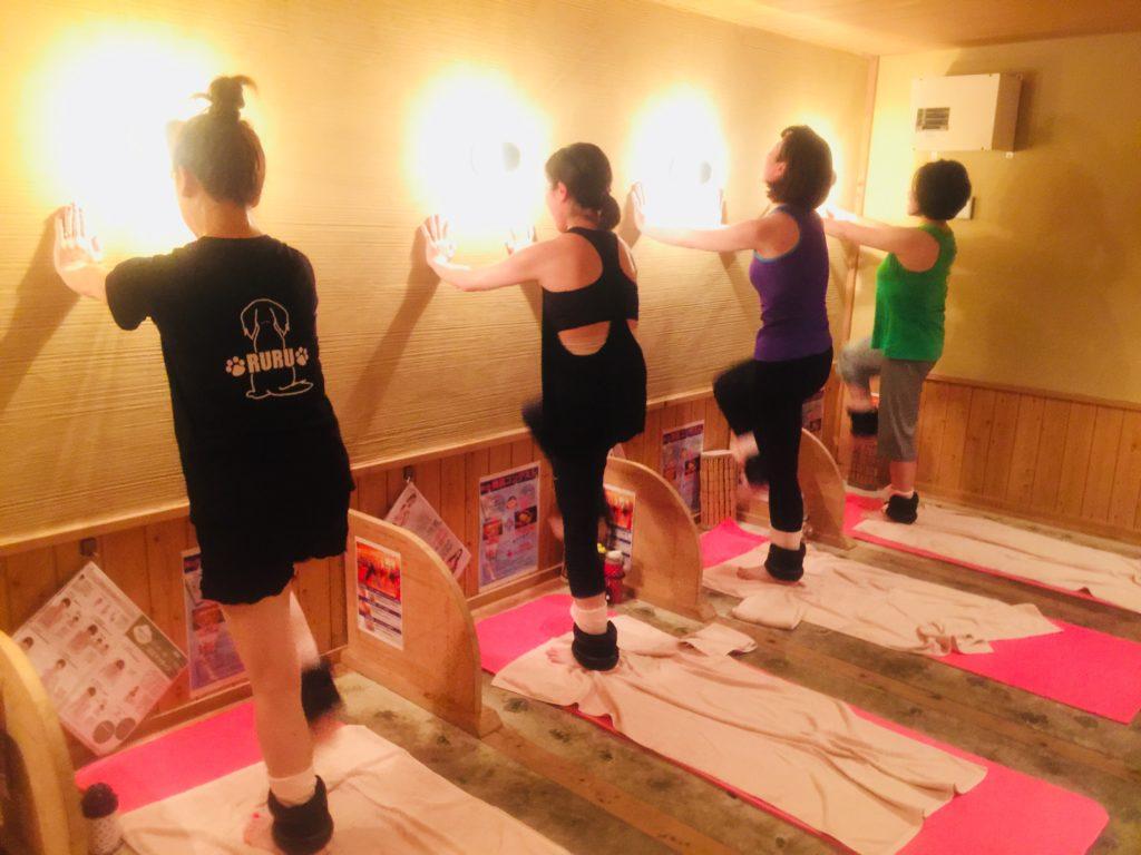 仙台の女性専用の岩盤浴はシャンパレス。ホットヨガ、ストレッチ、トレーニングを毎日開催しています。